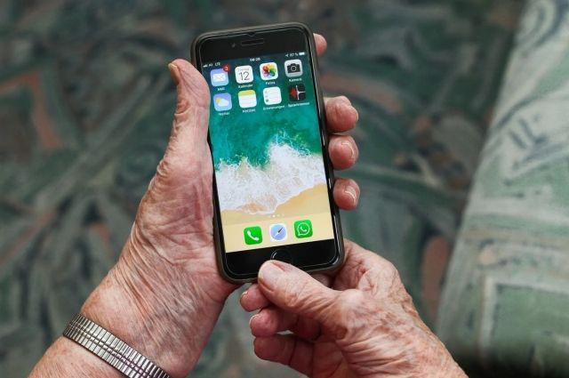 В Оренбуржье о необходимости самоизоляции пенсионерам напоминают по телефону.