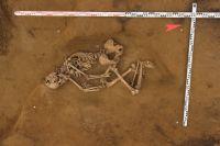 Археологи нашли безынвентарное погребение человека в грунтовой могиле, относящееся к эпохе раннего средневековья.
