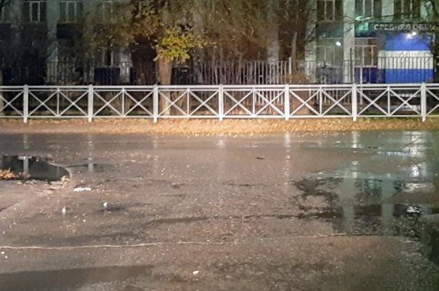 Сотрудники ГИБДД разыскивают виновника ДТП в Новотроицке.