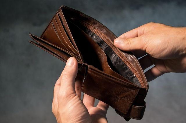 Похититель вытащил деньги из кошелька