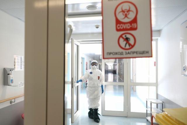 В инфекционном отделении Куйбышевской ЦРБ не хватает мест: пациенты с коронавирусом вынуждены лежать на лестничной клетке.