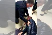 Очевидцы в банке бросились Роману на помощь после избиения.