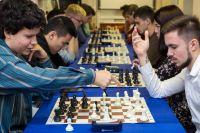 В университете регулярно проходят турниры по шахматам, а ежемесячно – открытые игры с участием гроссмейстеров.