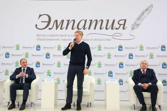Меценат Михаил Шелков до сих пор помнит по имени и отчеству своих школьных учителей.