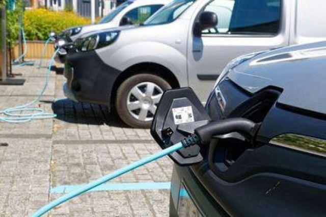 Кстати, стоит «бензин» для электрокаров на зарядных станциях Иркутска 15 руб. за кВт⋅ч.