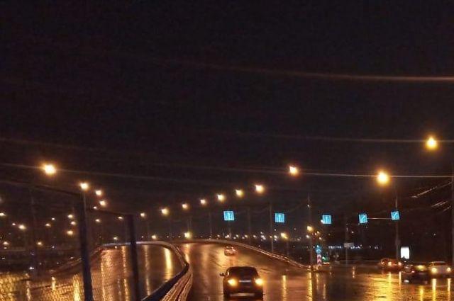ДТП произошло на Красном проспекте около 10 часов вечера.