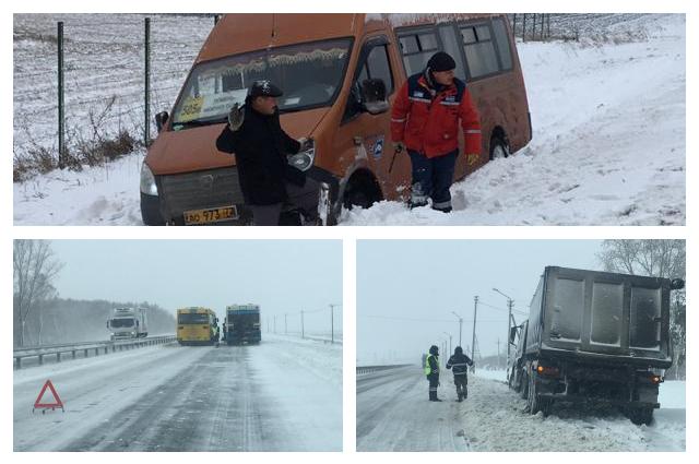 Тюменские автоинспекторы помогли вытащить из кюветов десять автомобилей