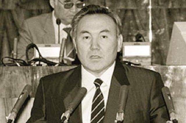Президент Казахской ССР Нурсултан Назарбаев и председатель Верховного Совета Ерик Асынбаев во время обсуждения проекта Декларации о суверенитете.