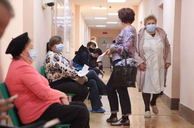 Поликлиники Волгограда переполнены и поток пациентов растёт.
