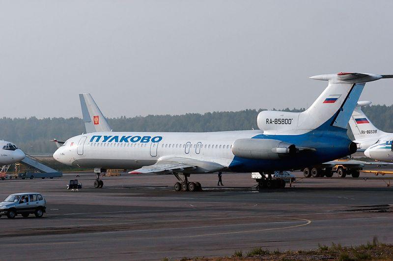 Самолеты ТУ-154М авиакомпании «Пулковские авиалинии» в аэропорту «Пулково». 2006 год.
