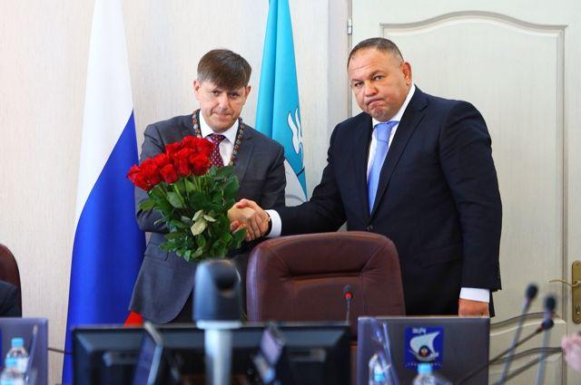 Новый глава города Андрей Кропоткин (слева) настроен серьёзно.