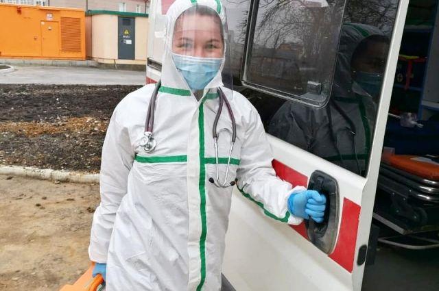 В период пандемии работа сотрудников скорой помощи осложнилась в разы.