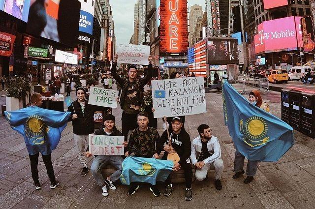 Наши земляки устроии акцию протеста даже в Нью-Йорке.