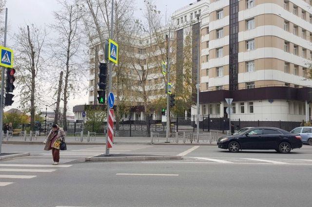 В Тюмени напротив поликлиники №5 появился пешеходный переход со светофорами