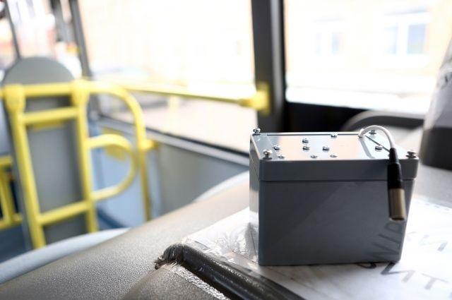 Пока детекторы установили на два автобуса и один троллейбус.
