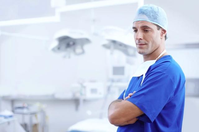 Всего COVID-19 заразились больше 600 медиков.