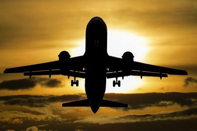 Самолет из Тюмени не смог приземлиться в аэропорту Салехарда
