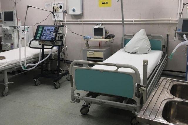 В отделении, перепрофилированном под приём таких пациентов, помимо 47 детей находятся 24 взрослых, которые их сопровождают.