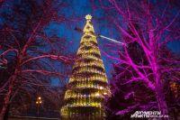 Всего к новогодним праздникам там планируют установить 13 ледяных композиций и 10 горок.