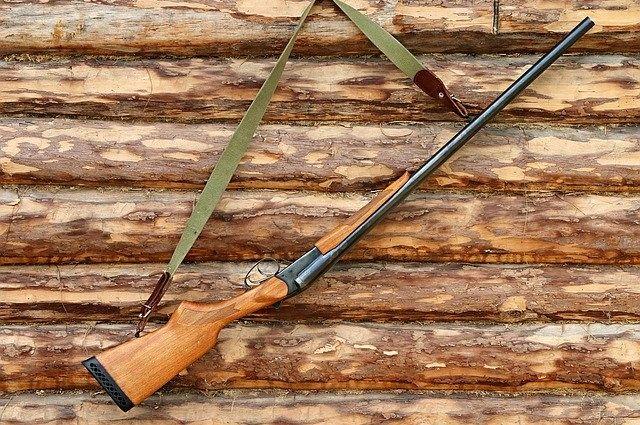 охотник убил друга случайным выстрелом.