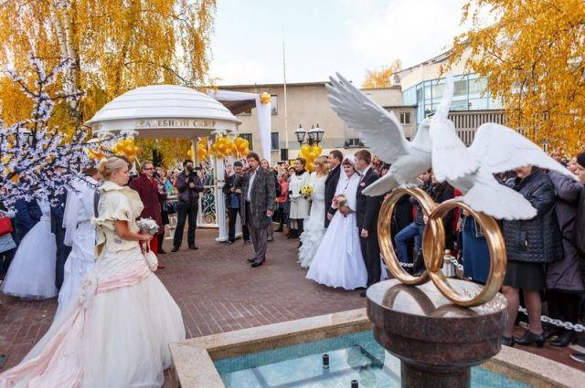 Свадебный сквер рядом с ювелирным салоном