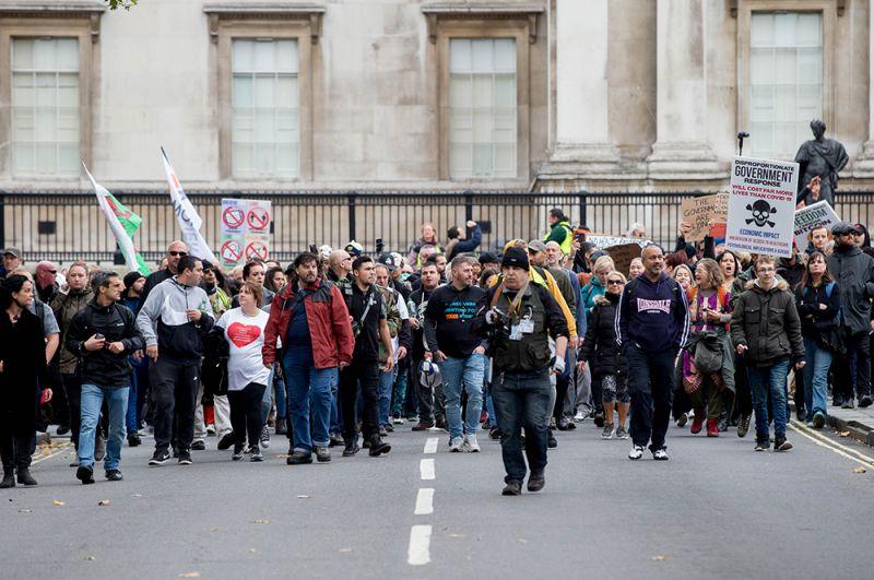 Участники демонстрации в Лондоне, Великобритания.