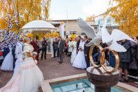 """Свадебный сквер рядом с ювелирным салоном """"Александрит"""" в центре Твери."""