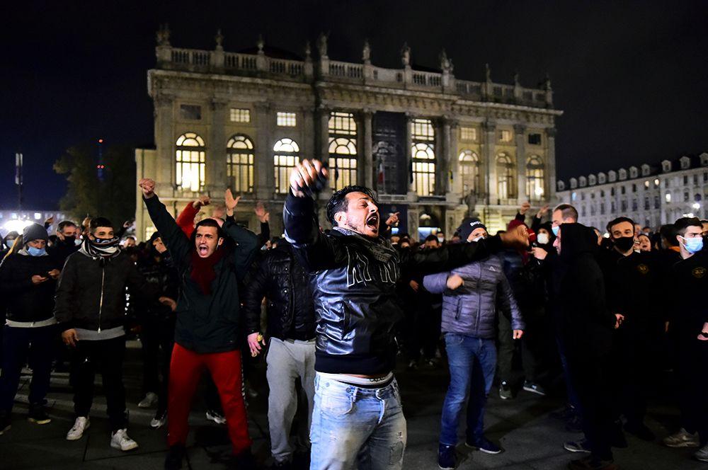 Протесты и беспорядки в Турине, Италия.