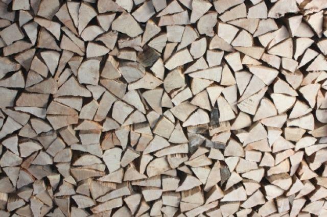 После им удалось перевести через таможню лесоматериалы стоимостью более 35 миллионов рублей.