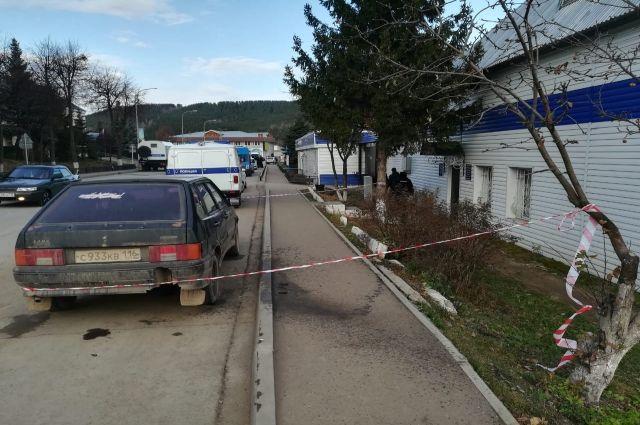 16-летний юноша напал на отделение полиции ночью