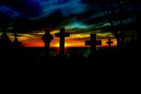 Жительница Тоцкого района разрушила надгробия на могилах из-за ссоры с живыми родственниками умерших.