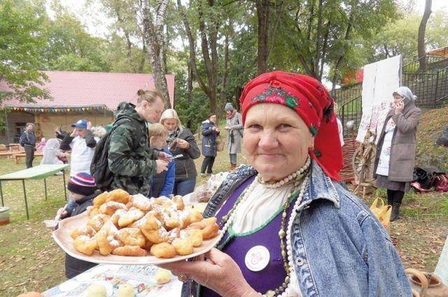 Смоляне с радостью угостят туристов местными блюдами.