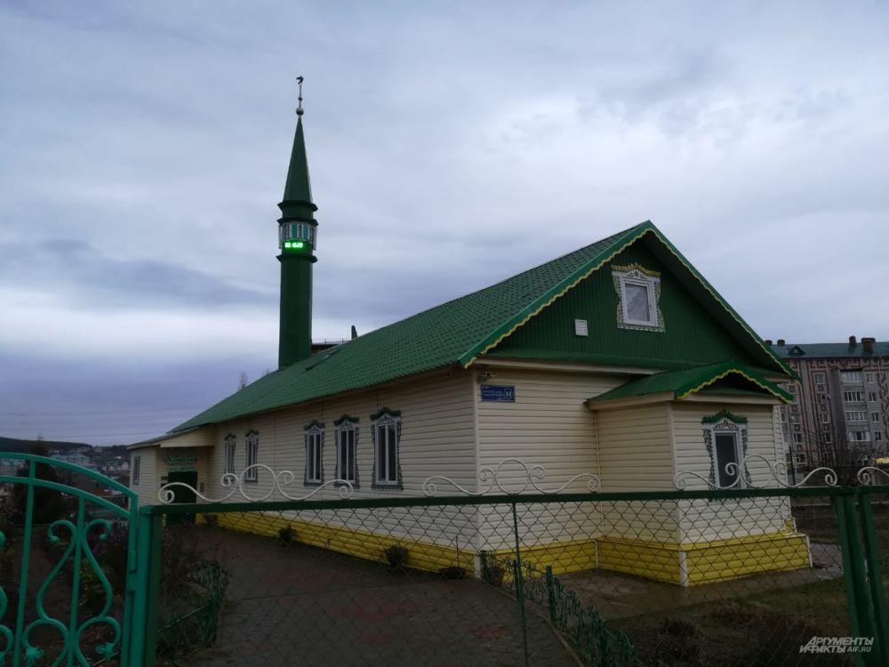 Эту мечеть посещает отчим Виталия. Сам Марат, по предварительным данным, не ходил в храмы.
