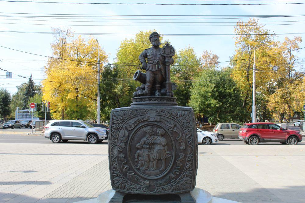 Скульптурная композиция «Шкатулка «Русские народные пословицы» в сквере «Копилка пословиц».