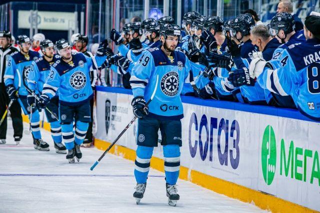 Поражением для хоккейного клуба «Сибирь» закончился гостевой матч с командой из Казани «Ак Барс», прошедший ночью с 30 на 31 октября в рамках КХЛ.