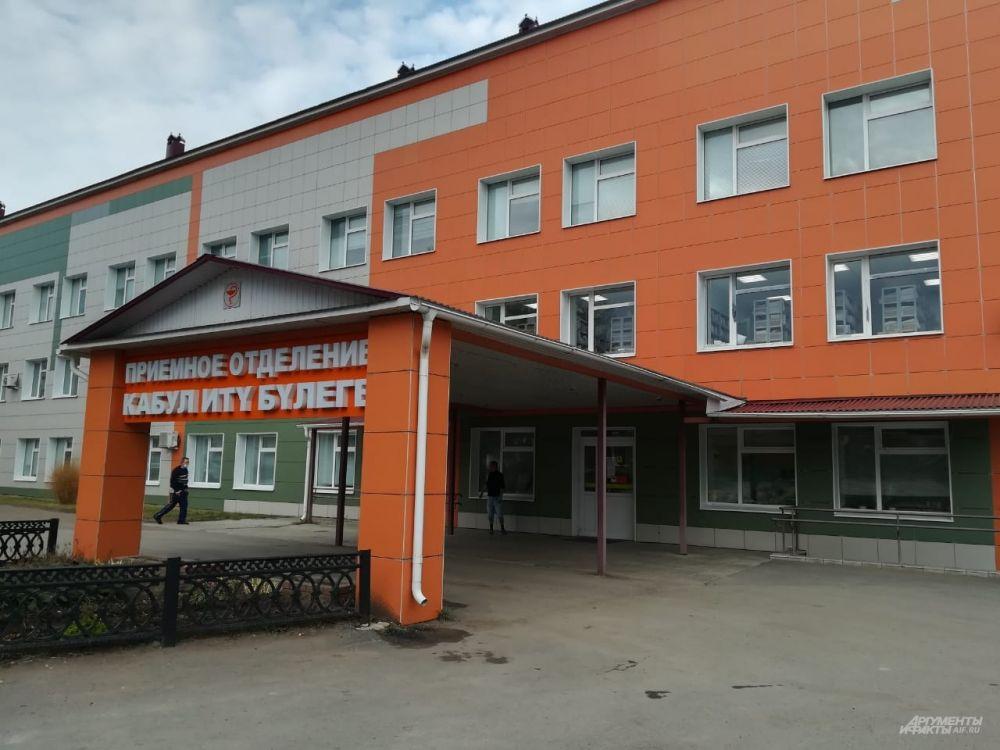 Подросток успел ранить полицейского. Его госпитализировали в Кукморскую ЦРБ.