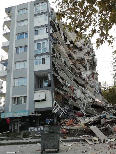 Разрушенные дома в турецком Измире.