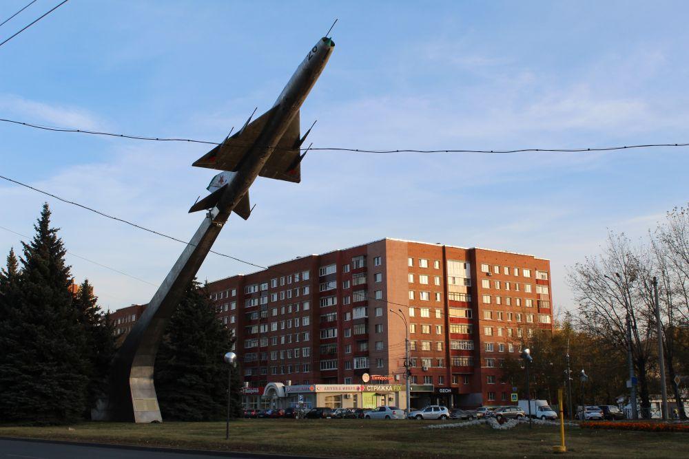 Памятник «Самолет – СУ-9».