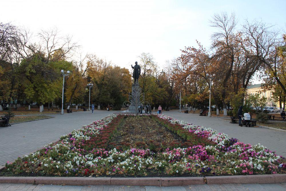 Памятник В. Г. Белинскому на Театральном проезде.