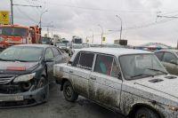 Тройное ДТП произошло на Димитровском мосту в Новосибирске. Об этом рассказали в группе Новосибирской службы эвакуации «АСТ-54» в социальной сети «ВКонтакте».