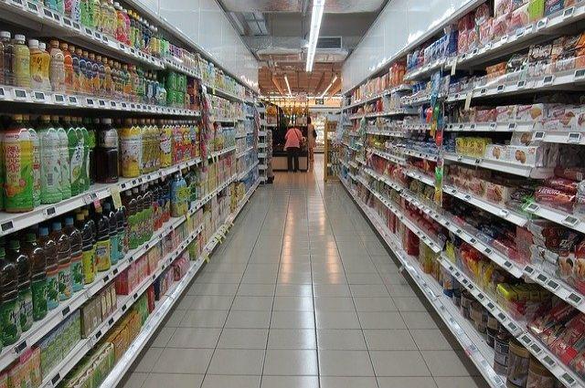 В селе Каменка Новосибирской области мужчина с ножом набросился на покупателей супермаркета «Магнит». Двое из них ранены.