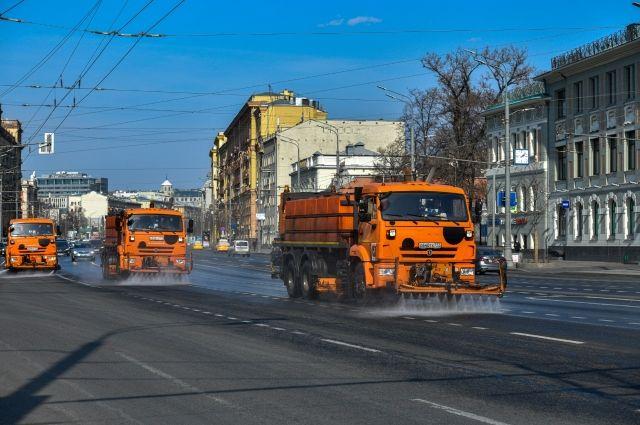 Дороги и тротуары в Москве промоют с шампунем в рамках подготовки к зиме