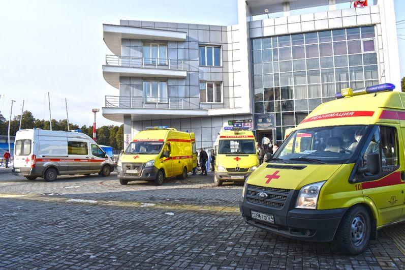 Пациентов оперативно увезли в другие больницы.