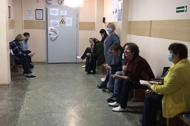 Почти все врачи поликлиники №2 в Искитиме заболели.