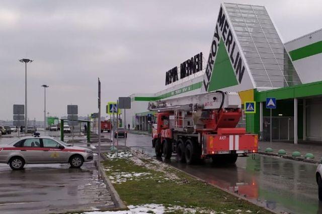 В Новосибирске из-за задымления эвакуировали сотрудников и посетителей