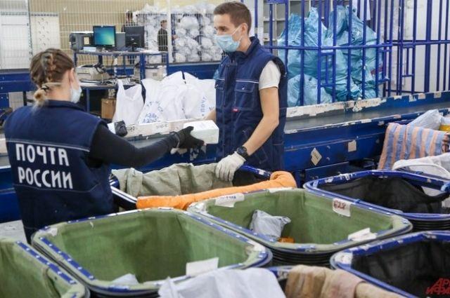Инспекторы новосибирской таможни нашли в посылках запрещенные предметы.