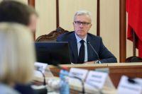 Александр Усс обратился к жителям региона с просьбой сократить социальные контакты до минимума.