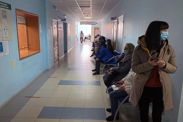 По словам красноярки, её муж просидел в очереди за медицинской помощью 8 часов.