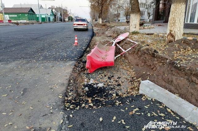 Так ул. Туркестанская выглядела 1 ноября - в день, когда работы должны были быть завершены.