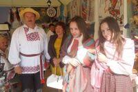 На праздники белорусы любят наряжаться в национальные костюмы.